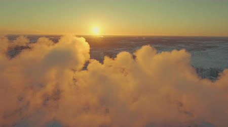 tanımlayıcı : Quadrocopter removes beautiful clouds against backdrop of the city. Suns rays hide in the clouds, occasionally peeking with glare and brilliance through smokescreen. Landscape is breathtaking. Stok Video