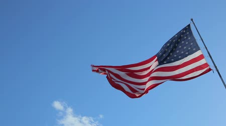 bandeira americana : USA American Flag. Looking at the flag pole with American flag waving. American Flag blowing in the wind with a blue sky background.