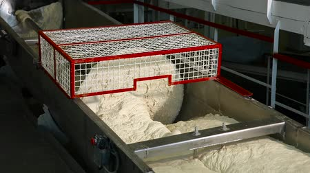 automatický : Manufacture of bread. Industrial kneading dough in the bakery. Kneading dough factory. Conveyor with dough. Big kitchen machine kneading dough at bakery, food industry, bread. Bread Mixer In Bakery.