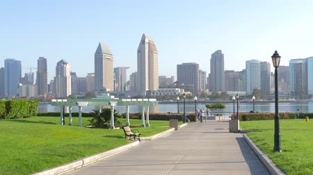 barışçı : View from Coronado Island to downtown San Diego City in the early morning on a sunny day. Stok Video