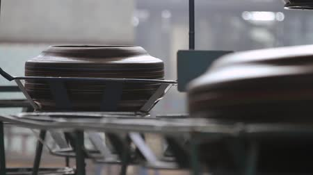 kütük : Tires production. Tire moves on the conveyor to the sorting warehouse. Moving conveyor transfers formed rubber tires along large manufacturing plant workshop. Conveyor with tires at factory. Stok Video