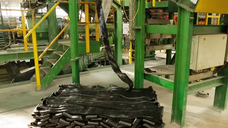 componentes : Production process of tires on modern equipment in the factory. Automotive wheel molding in a factory. Large car tire factory. Line for the production of rubber. Full cycle production of car tires.