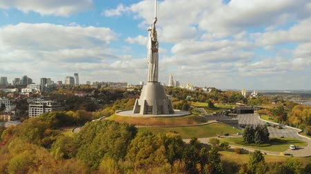 후면보기 : Aerial view of Monument Motherland in Kiev, Ukraine. Kiev city is the capital of Ukraine at autumn. Drone takes off near the Motherland Monument in Kyiv. Aerial view. Kiev hills near the Dnieper River