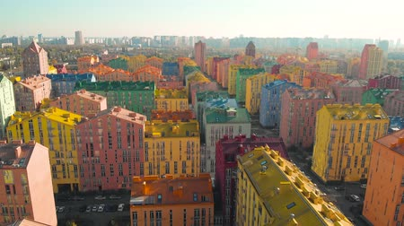construtor : Panoramic aerial view of colorful (red, green, blue, yellow) buildings on city street. Modern residential complex with colorful houses. Colored residential buildings. Multicolor houses in the city. Vídeos