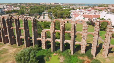 su tesisatı : Aqueduct of the Miracles in Merida, aerial view. Roman aqueduct of Merida. Front view of Aqueduct of the Miracles in Merida, Spain.