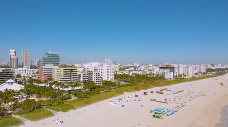 vacant : Miami Beach on a bright sunny day. Miami - South Beach - Lummus Park, Ocean Drive and beach Long Aerial shot of the South Beach, Miami, Florida. Aerial view of the tourist city of Miami, 4k. Stock Footage