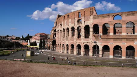 régészet : March 8th 2020, Rome, Italy: View of the Colosseum with few tourists due to the coronavirus epidemic Stock mozgókép