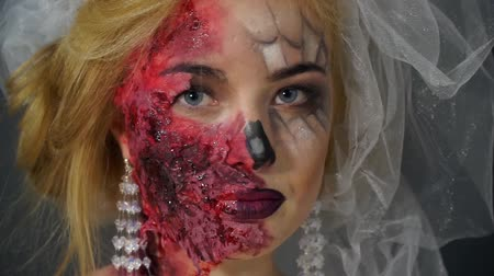 feiúra : Portrait of a dead bride, made-up blonde image for Halloween looks around
