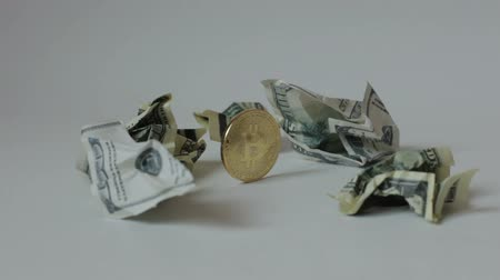 úpadek : Coin bitcoin among crumpled dollar bills.