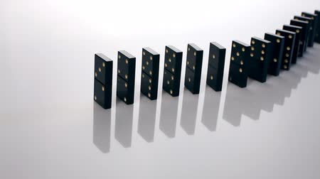 dobókocka : Finger pushing dominoes in a row causing a chain reaction