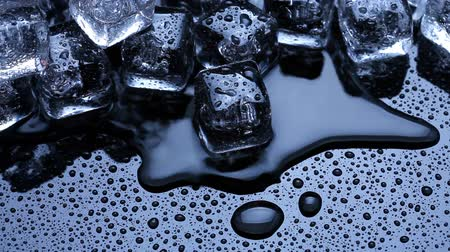 chladič : Ice cubes melting