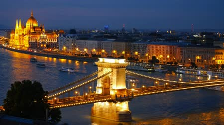 budapeste : Panorama of Budapest, Hungary. Chain Bridge and the Parliament. Timelapse Vídeos