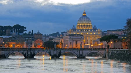 святой : St. Peters Basilica, Ponte Sant Angelo Bridge, Vatican. Rome, Italy. Time-lapse