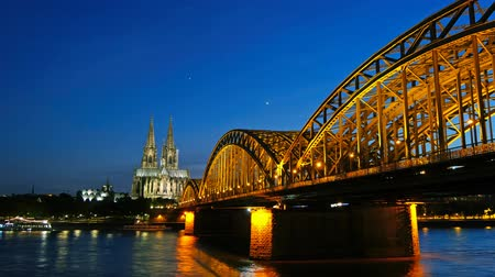 kolínská voda : Gothic Cathedral and iron bridge across Rhine river after sunset. Cologne, Germany. Time lapse
