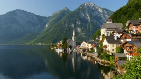 dünya mirası : Panning shot of Hallstatt - beauty of Alps. Austria