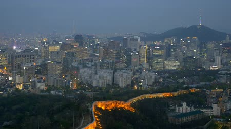 délre : Seoul night cityscape. View from Inwang mountain