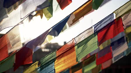 tybet : Colourful Buddhist prayer flags in Nepal waving in the wind. 4K, UHD