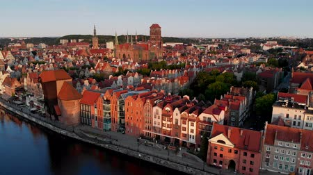 vinç : Gdansk, Poland. Beautiful old buildings at the bank of Motlawa River. 4K, UHD