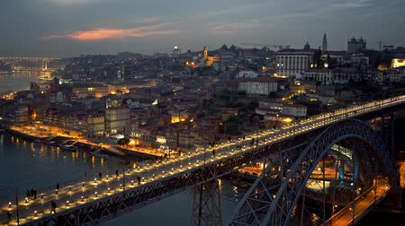 vila : People walking across the Dom Luis I Bridge in Porto, Portugal. Panning evening shot. 4K, UHD Stock Footage