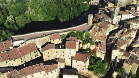 toszkána : Sorano, Italy. Vivid townscape of southern Tuscany. Flying over town walls of the Medieval town. Sorano built on a tuff rock as a fortress. Aerial shot, UHD