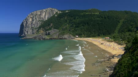 Коста : Playa de Laga, Spain. Panoramic view of a beach on the coast of Bay of Biscay of Atlantic Ocean. Стоковые видеозаписи