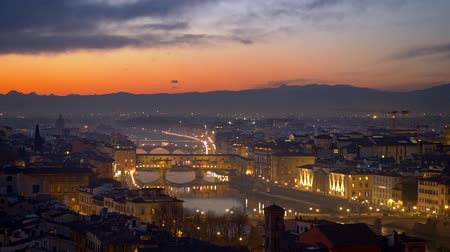 купол : Florence after sunset, Italy. Night view of illuminated Florence old city center with sunset sky at background. Panning shot, 4K Стоковые видеозаписи
