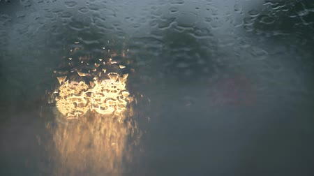 okno : Rain drops on car wind windshield and wipers. Bad weather concept Wideo