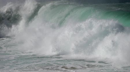 büyük : Turquoise foamy huge sea waves slowly crushing against the coast. Slow motion shot Stok Video