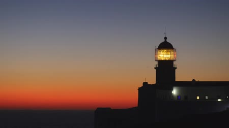világítótorony : Lighthouse in the evening just after sunset. Cape St. Vincent, Portugal. St. Vincent is the southwesternmost point of Portugal and of mainland Europe. 4K