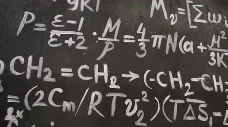 lousa : Chemical and mathematical equations wall room background Vídeos