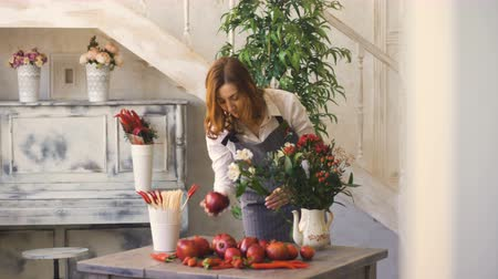 kwiaciarnia : Chef woman preparing flowers, fruits and vegetables for cooking and making fruit bouquet