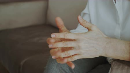 psikoloji : Close-up of woman nervously moving and gesturing hands before meetting with psychologist sitting on couch in office