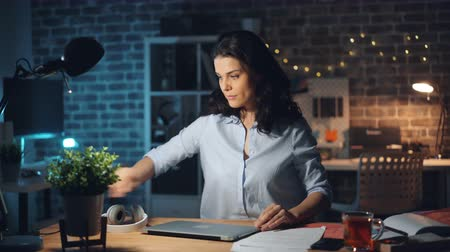 turning off : Businesswoman attractive young girl is leaving workplace late at night turning off light and laptop and going away from dark empty room. People and business concept. Stock Footage
