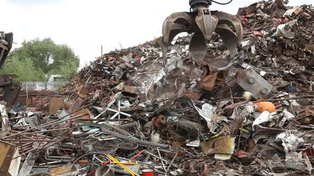 reutilização : Heap of old metal and equipment for recycling
