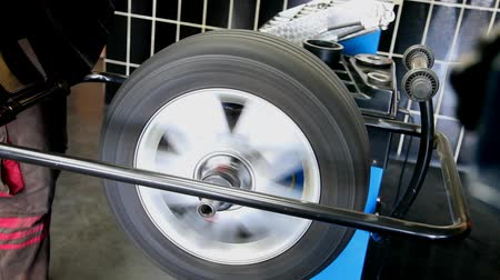 pneus : Automotive, balancing of car tire in service