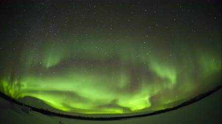 полярный : 4K Timelapse footage - Northern lights on the polar sky