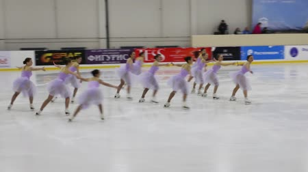üdvözlettel : PERM, RUSSIA - DEC 28, 2016: Sport team to perform at the Open Cup of the Region in synchronized skating in Sports Palace Eaglet Stock mozgókép
