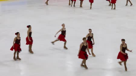 üdvözlettel : PERM, RUSSIA - DEC 28, 2016: Sport team in red perform at the Open Cup in the synchronized skating in Sports Palace Eaglet Stock mozgókép