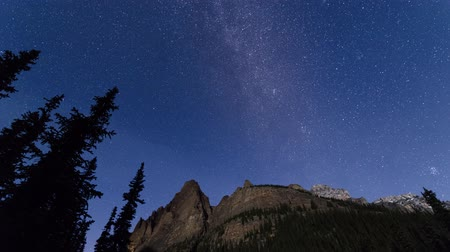 mroczne : Milky way and moonlight time lapse, Yoho National Park Wideo