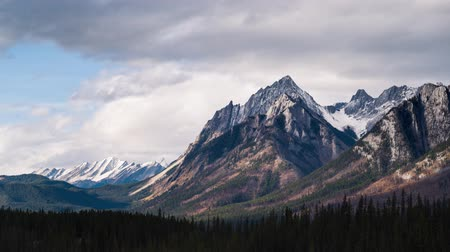 mudança : Time-lapse of the Canadian Rockies in the Summer
