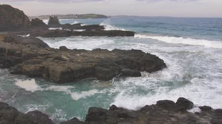 slow motion landscape at Cathedral Rock, Kiama Australia. Wideo