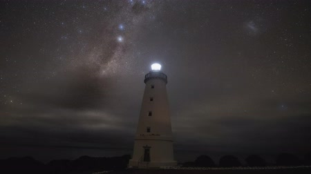 canguru : Milky way time lapse at the Lighthouse of Cape Willoughby, Kangaroo Island, Australia