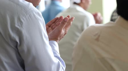 moslim : Asian Muslim people offering prayer at a mosque.