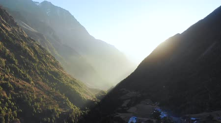 montanhoso : Sun rising in the hilly region of Nepal