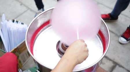 bavlna : Machine making cotton candy at the festival. Dostupné videozáznamy