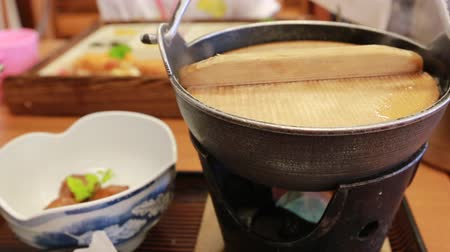 дорогой : Boiling of Sukiyaki lunch set, Japanese stew, the most expensive beef in hot pot Стоковые видеозаписи
