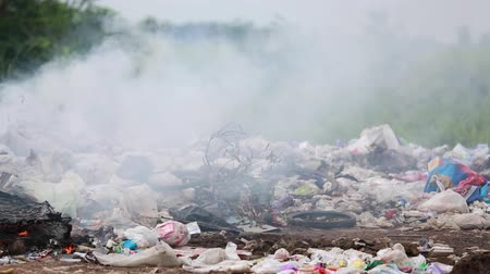 yanmak : Burning garbage dump, pollution