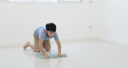 odkurzacz : Asian boy cleaning house by your self . Wideo