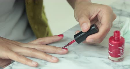 receber : Asian woman make a beautician applying nail polish to female nail