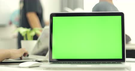 зеленый фон : Green laptop computer screen set in front of workgroup